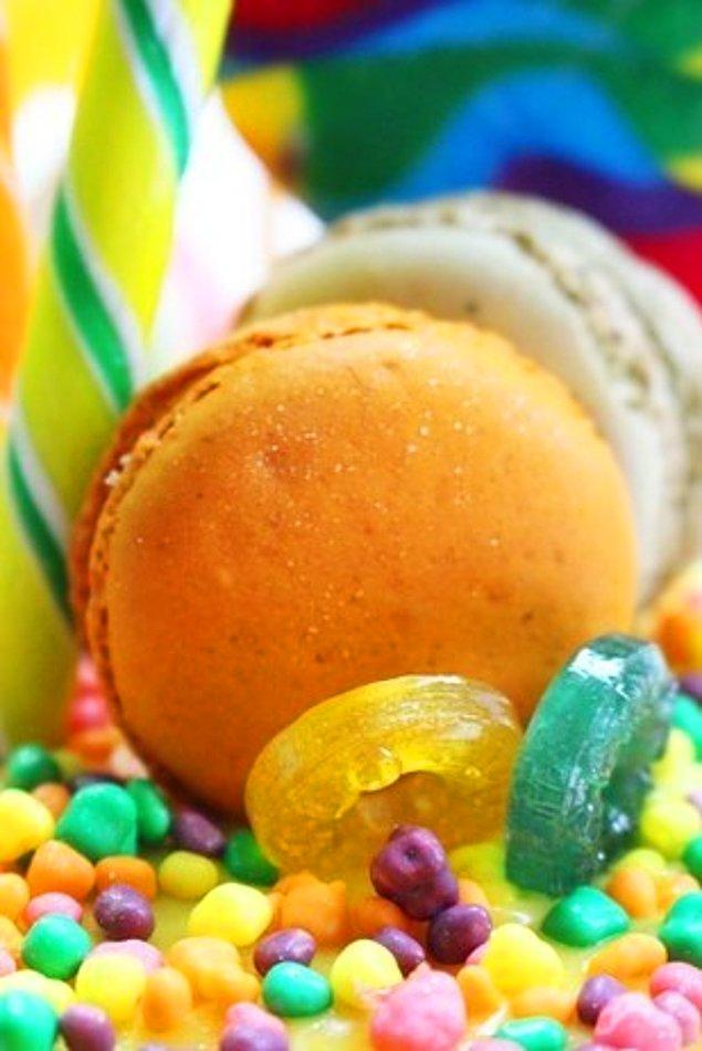 Müzik dünyası temalı başka bir pasta ise Beatles'dan 'Yellow Submarine'.