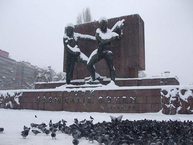 15. Kızılay Meydanı, Güvenpark'tan bir kış manzarası