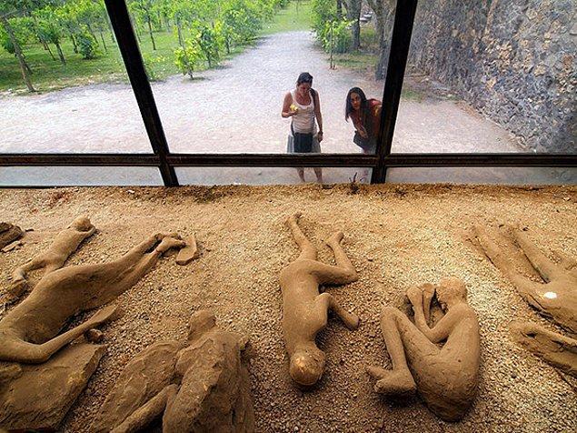 Malum milattan sonra 79 yılında Vezüv Yanardağı'nın patlamasının ardından yüzlerce insan taşa ve küle dönmüştü.