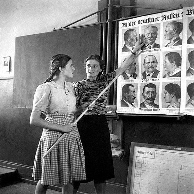 25. Nazi Almanyası'nın gençleri,  Aryanlar ve Yahudiler arasındaki farkları öğrenirken, 1943.