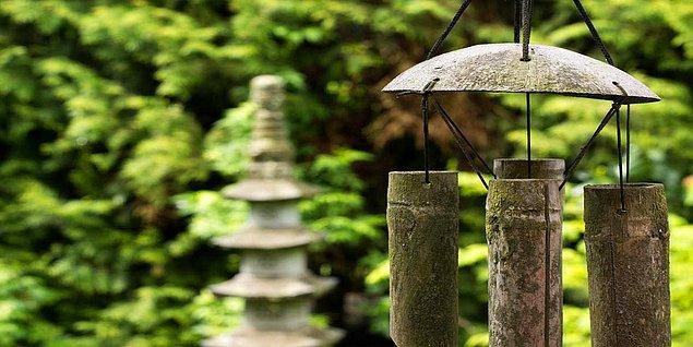 Feng Şui, insanların çevreyle, mekânlarla ve nesnelerle uyumunu sağlamaya yönelik bir uygulamadır.