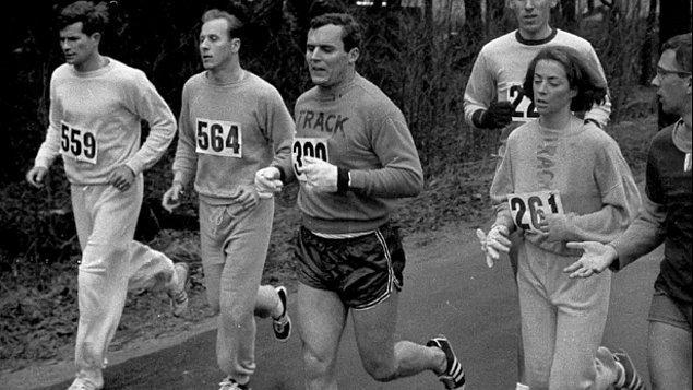 Syracuse Üniversitesi öğrencisi 20 yaşındaki Kathrine Switzer, 1967 Boston Maratonu'nda koşarak bir çığır açmıştı.