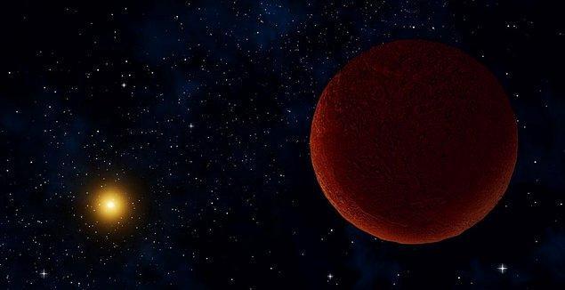 Distant Dwarf (Uzak Cüce) ya da kısaca DeeDee adı verilen gezegen, gezegenimize epey uzak bir noktada yer alıyor.