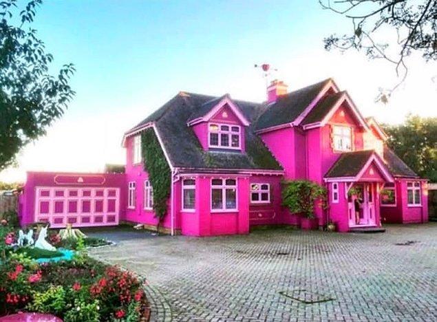Şimdi, İngiltere'deki bu muazzam eve bir göz atalım: Eaton Studio House.