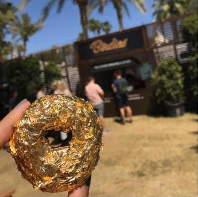 13. Bu 35$'lık altın kaplamalı donut. Şaka gibi.