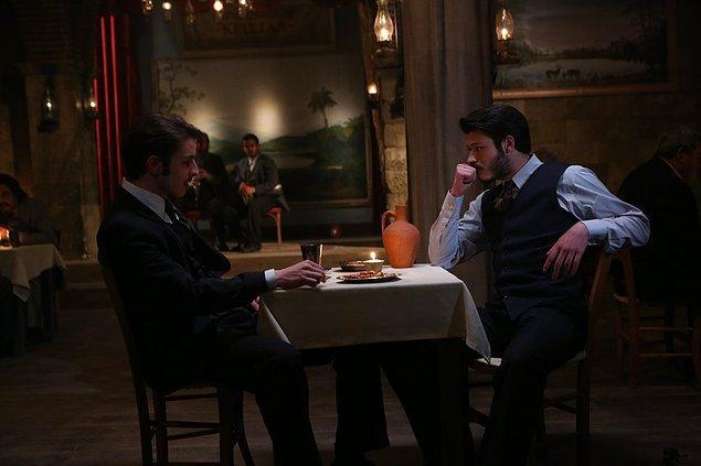 """İki yakışıklı kardeş karşı karşıya içerken... """"Vazifemle vicdanım arasına sıkışıp kaldım."""""""