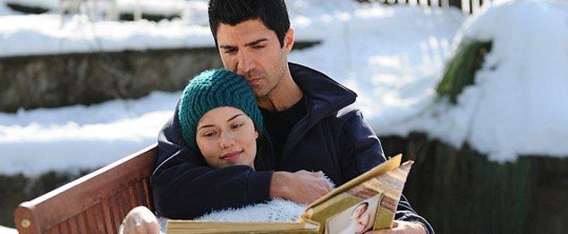 Beraber filmler çeviren, sürekli beraber gözüken bu çiftin ilişkisi bir küs bir barışık ilerliyordu. 2012'de ise tamamen bitmişti.