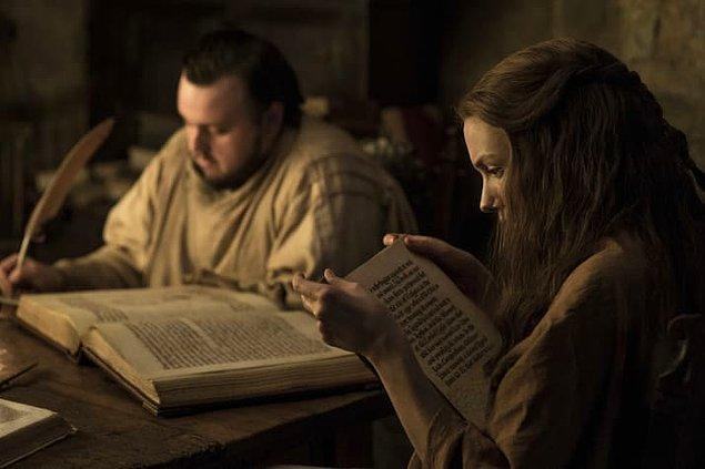 4. Sam ve Gilly muhtemelen Citadel'de buldukları birkaç kitaba göz atıyorlar.
