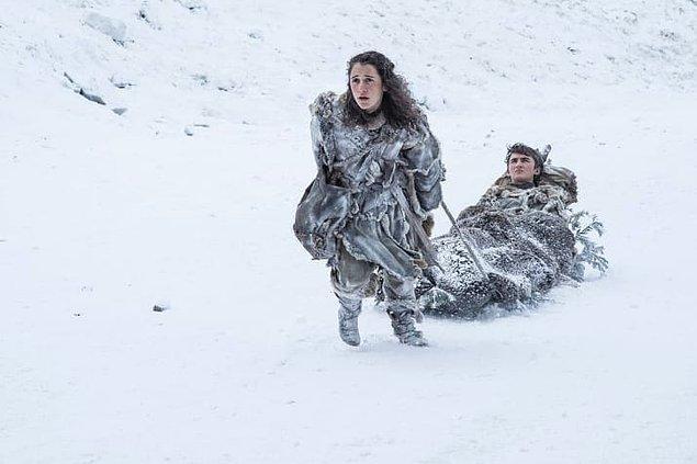 5. Bran ve Meera karların içinde güçlükle ilerliyor.
