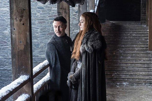 7. Sansa ve Littlefinger Kuzeyin başkenti Winterfell'e dalıp giderken.