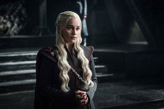 11. Daenerys temkinli ve ciddi duruyor.