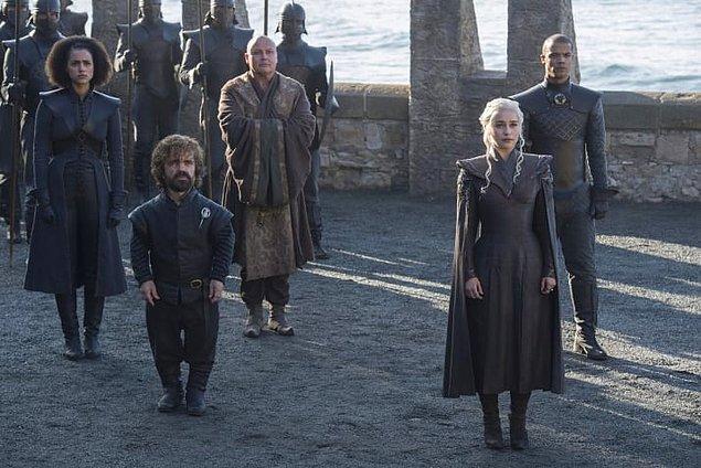 15. Ve Daenerys yine sağ kolum dediği insanlarla birlikte.