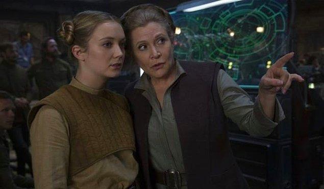 """26. Carrie Fisher'ın kızı Billie Lourd, ekranlara ilk çıkışını """"Güç Uyanıyor""""la yaptı."""