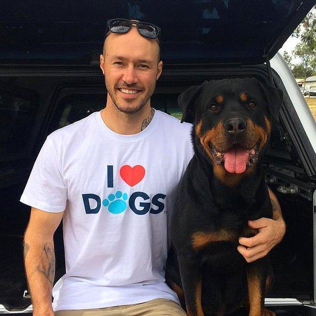 Hayatını köpeklere adayan adam bir gün kendi köpek kurtarma organizasyonunu başlatmak istiyor.