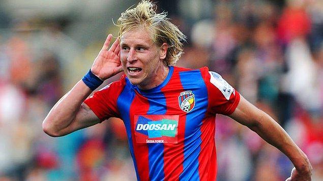 12 Mart 1986 yılında Çek Cumhuriyeti'nin Pribram şehrinde doğan Frantisek Rajtoral, futboluna 2003 yılında doğduğu şehrin takımında başladı.