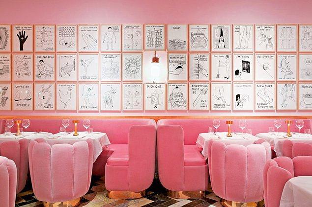 9. Londra'daki bir restoranın bol pembeli tasarımı.