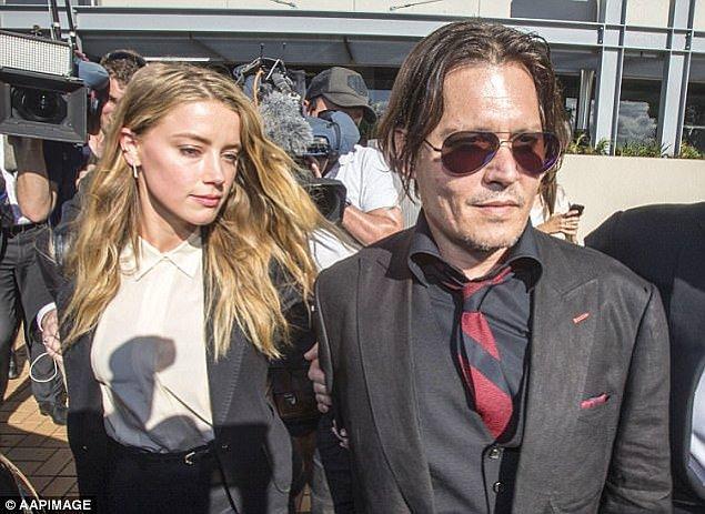 2015 yılında o dönemde evli olduğu Johnny Depp ile birlikte Avustralya'ya iki adet küçük ırk köpeklerini sokmak isterken yakalanmış ve medyanın ilgisini çekmişlerdi.