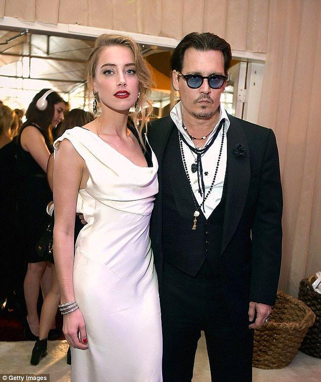 Amber ve Johnny'nin evliliği 15 aydan fazla sürmedi, çift aile içi şiddet gibi ciddi sorunlarla boşandı. Amber ise 7 milyon dolar tazminat aldı.