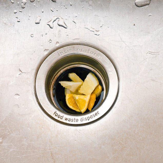 8. Limon ile çöp öğütücünüzü temizleyin.