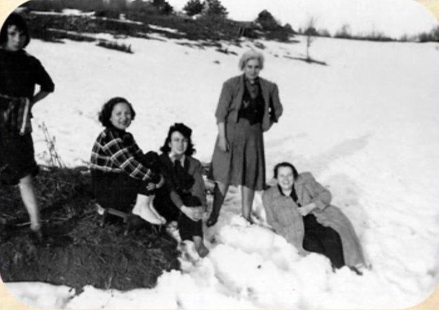 9. Kar kış demeden tayyörleri, topuklu ayakkabıları ve fönlü saçları ile Uludağ'da soluğu alan bakımlı kadınlarımıza soğuk hiç işlemiyor sanki...