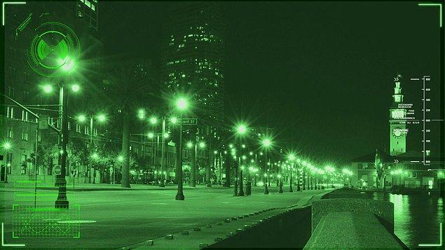 1. Gece görüş kamerası yeşil renkte sonuç verir, çünkü insan gözü en iyi yeşil rengi ayrıştırabilir.