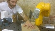 Parmak Arası Bıçak Oyunu Oynayan Robot Kol