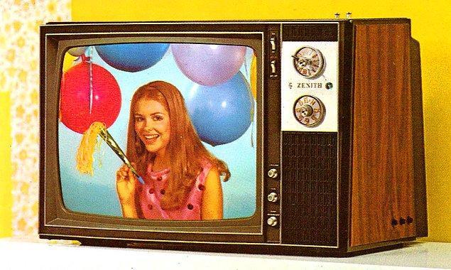 8. ABD'deki ilk renkli televizyon yayınıyla Türkiye'deki ilk renkli televizyon yayını arasında kaç yıl vardır?