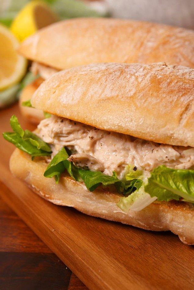 6. Sezar salatanın sandviç hali.