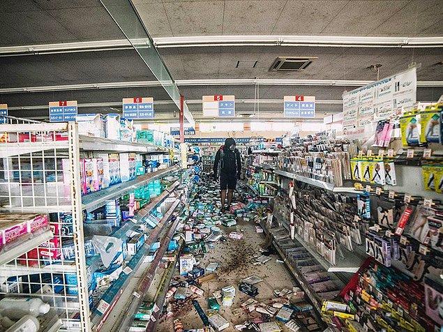 Bu inanılmaz büyüklükteki deprem, Japonya'nın doğusua uzanan Honshu adasını 2.4 metre doğuya taşıdı ve Dünya eksenini 10 cm ve 25 cm arasında bir ölçüde kaydırdı.