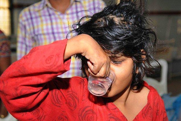 Katarniya Ghat ormanının yakınlarında bulunan kız, çıplak halde dört ayak üzerinde etraftakilere çığlık atıyormuş.