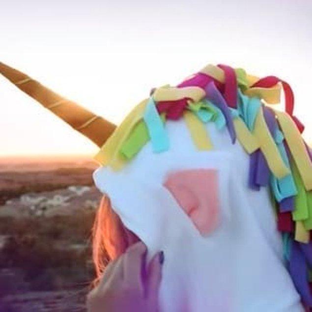 2. Özellikle festivaller için birebir, kapüşonunuza bir masal atı yelesi takmak nasıl olur?