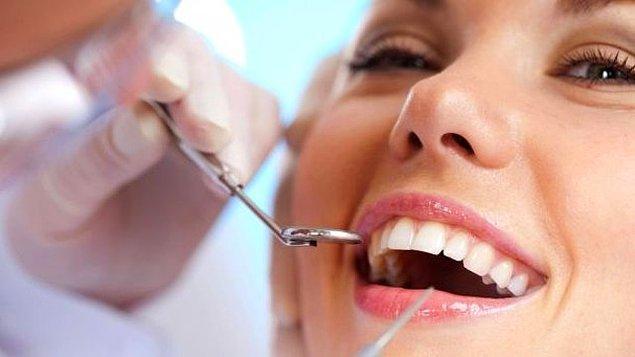 4. Orta Çağ Japonya'sında dişçiler dişleri parmaklarıyla çekerdi.