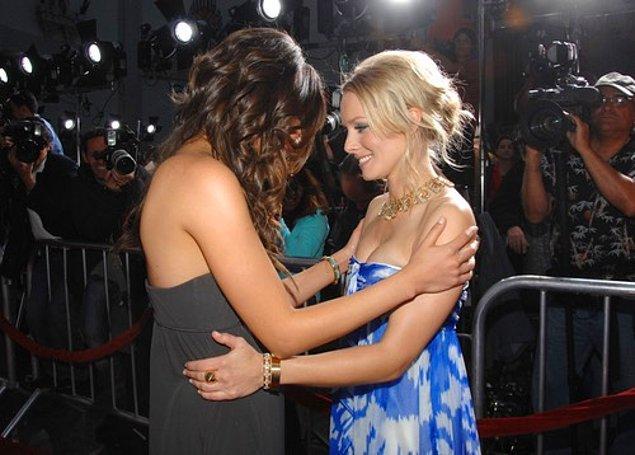 31. Mila Kunis ve Kristen Bell