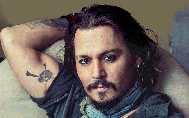 11. Dünyanın en seksi korsanı Johnny Depp ise palyaçolardan pek hoşlanmıyor!