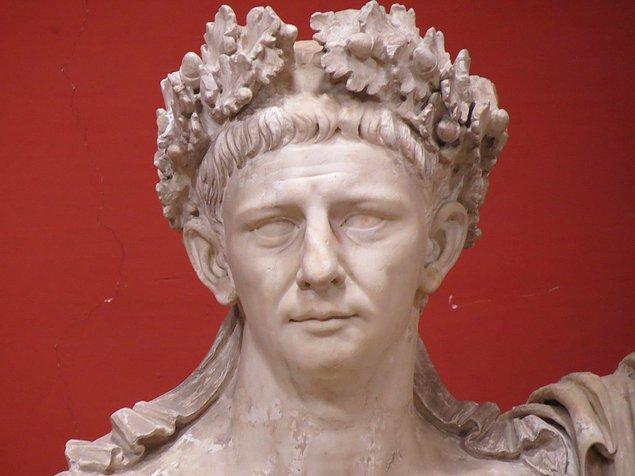 14. Roma İmparatoru Cladius, hüküm sürdüğü dönemde tuhaf biri olarak görülüyordu. Çünkü yalnızca kadınlara ilgi duyuyordu.