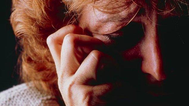 Bu hastalıktan muzdarip olan kişiler, gündelik hayatlarını normal şekilde sürdüremeyecekleri kadar şiddetli ağrılar çekerler.