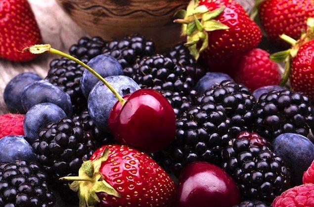 14. Kırmızı meyveler