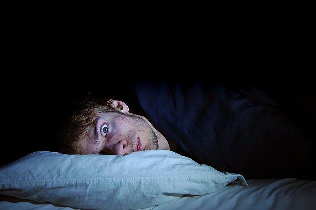 6. Onur'un canı sıkkın, iştahı yok ve uyku problemleri çekıyor. Semptomları en çok hangisine işaret ediyor?