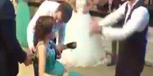 Tekerlekli Sandalyedeki Kız Kardeşini Düğününde Dansa Kaldıran Damattan Hüzünlendiren Görüntü!
