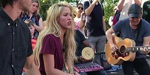 Shakira, Yeni Albüm Öncesi Sokakta Mini Konser Verdi!