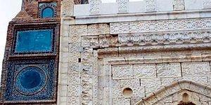 Tarihimize 'Saygıda' Bugün: Sivas Gökmedrese'nin Çinileri Asitle Temizlenip Maviye Boyandı
