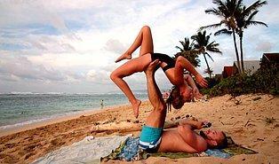 Yoga Eşliğinde Evlilik Teklifi Yaparak Çıtayı İyice Zirveye Taşıyan Adam