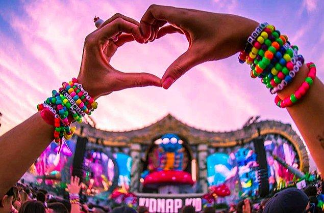 Put your hands up! Senin müzik tarzın EDM!