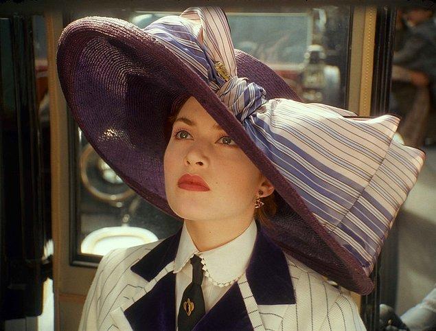 Bu şapkalar, özellikle 20. yüzyılda kadınların silahlarına dönüşmüştü.