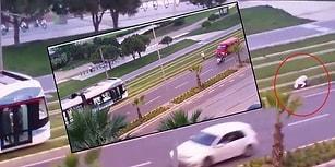 İzmir'de Tramvay Raylarında Namaz Kılan Adam