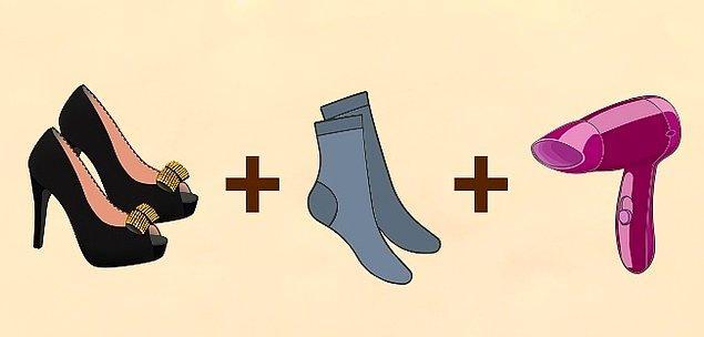 3. Ayakkabınız ayaklarınızı sıkıyorsa çözüm çorap ve saç kurutma makinesinde!