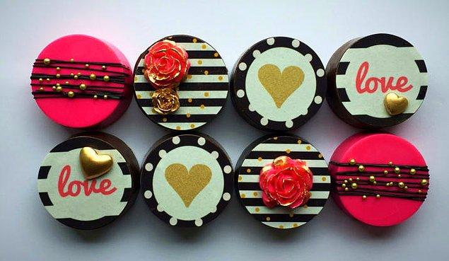 2. Kate Spade'den ilham alınmış, moda severlerin bayılacağı çikolatalı güzellikler!😎😍