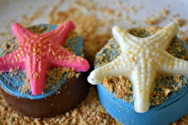 19. Deniz yıldızı süslemeli, çikolata kaplı oreolar: