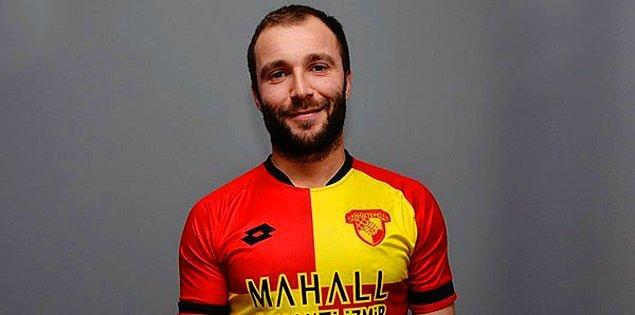 1986 doğumlu futbolcunun profesyonel futbol hayatı 2005'te Belçika'nın KSK Beveren takımında başladı.