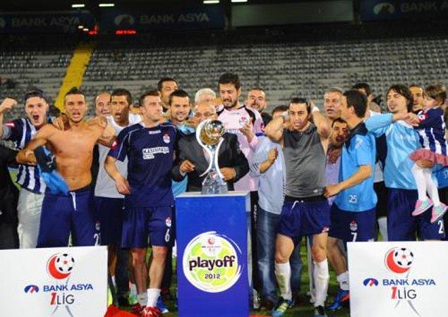 Yani 2011-12 sezonunda Murat Akın yine 1. Lig'de mücadele etti. O sezon Kasımpaşa tekrar play-off'lara katıldı ve yeniden Süper Lig'e yükseldi.
